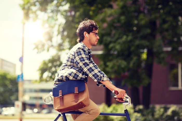 Should wearing earplugs while cycling be forbidden?
