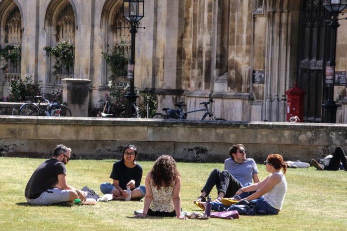 Cambridge University drops fossil fuels