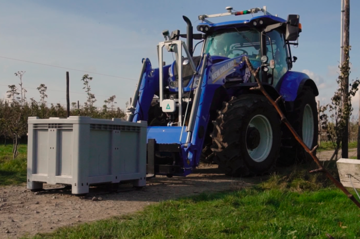 Flanders Make demonstrates the driverless farming tractor