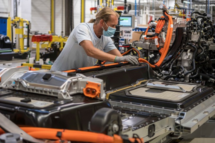 Volvo triples electric production in Ghent and will build V40 successor