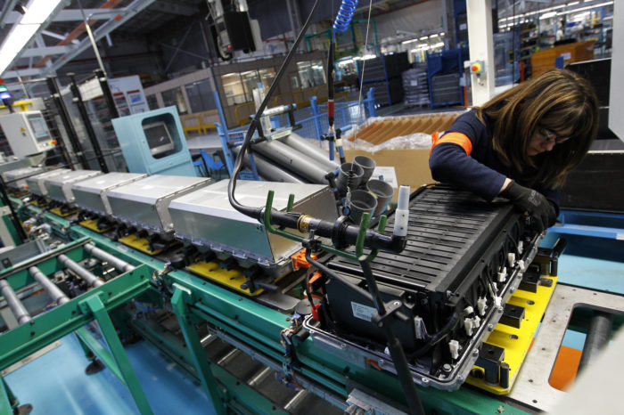 Renault to recycle batteries with Veolia and Solvay