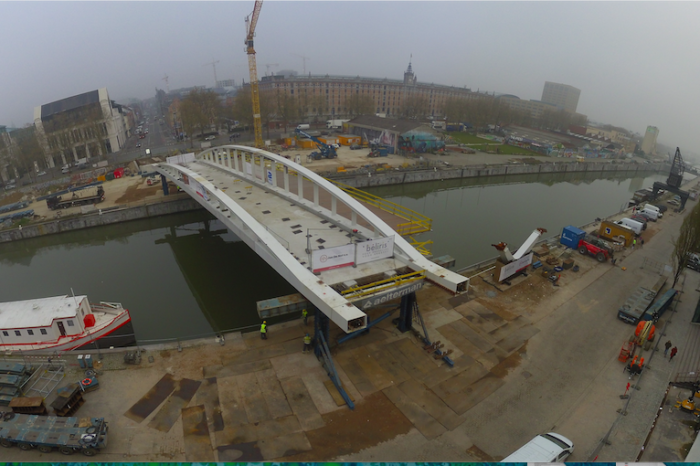Main span of Susan Daniel bridge placed over Brussels canal