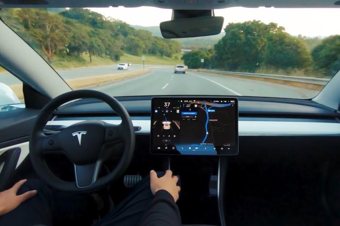 NHTSA investigates 11 accidents with Tesla's Autopilot