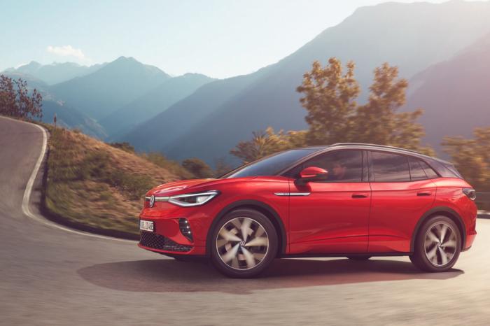 VW presents sporty ID.4 GTX with AWD
