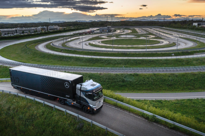 Mercedes-Benz GenH2 truck prepping for road tests (update)