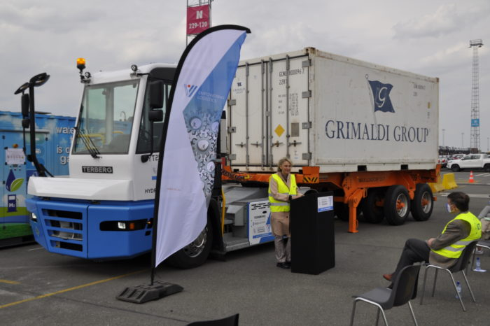 Flanders demos use of hydrogen for terminal tractors of the future