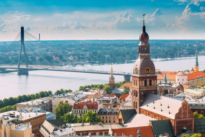 Latvia: EV subsidies for those driving 15.000 km a year