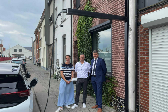 Belgian architect develops telescopic home charging system
