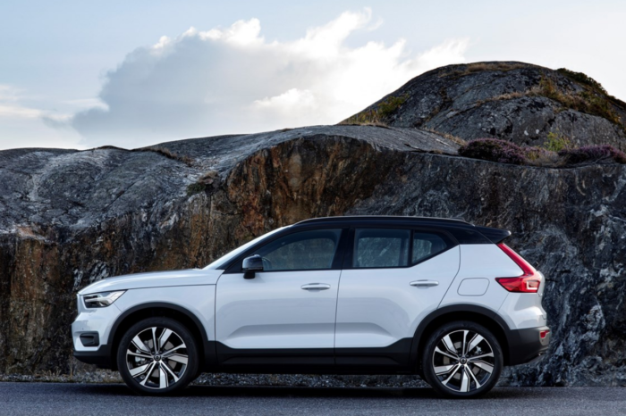 Volvo adds basic model to electric XC40 range