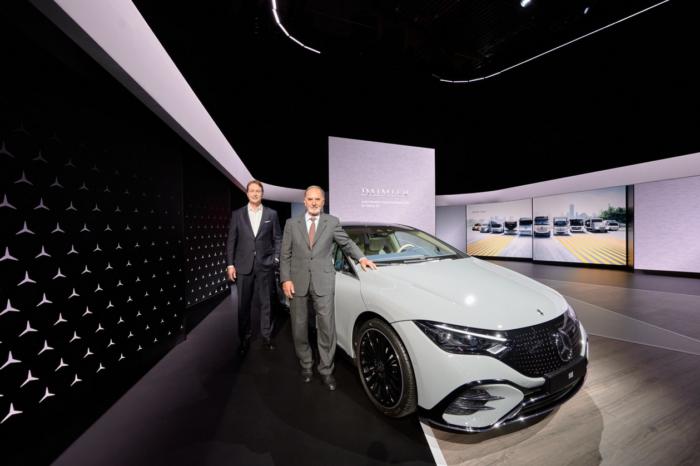 Exit Daimler, welcome Daimler Truck and... Mercedes-Benz
