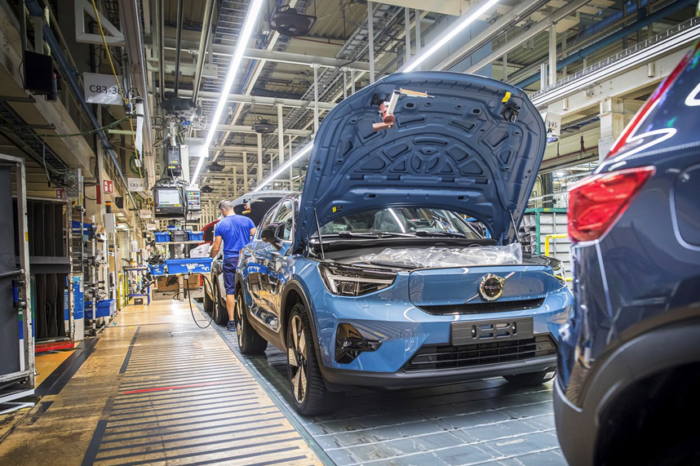 Volvo's first C40s Recharge roll from Ghent assembly line